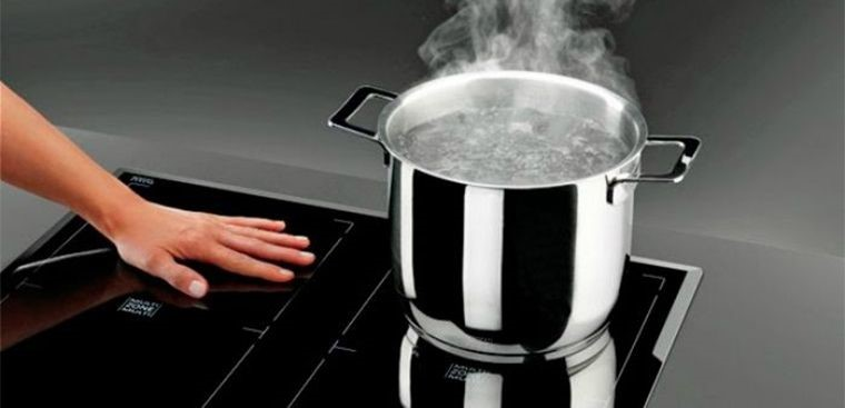 So với bếp gas thì thiết kế bếp từ có phần nhỏ gọn và tiện dụng hơn rất nhiều.