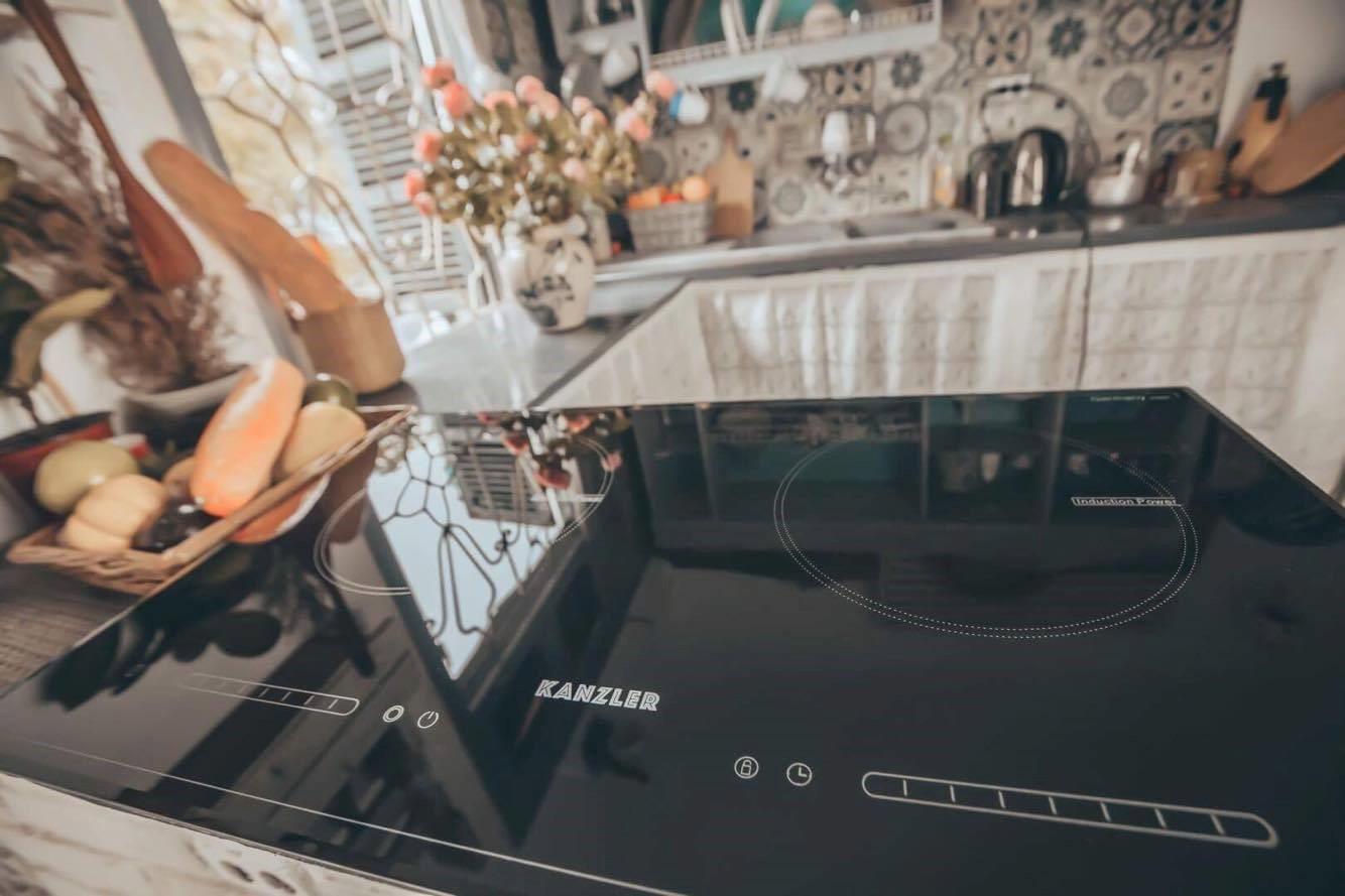 vệ sinh mặt bếp điện từ