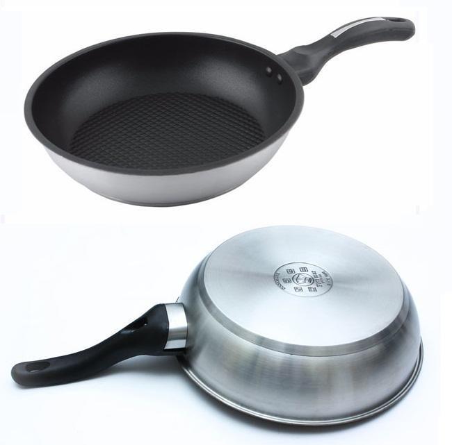 Chảo chống dính Fivestar được cấu tạo gồm 3 lớp dùng được bếp từ