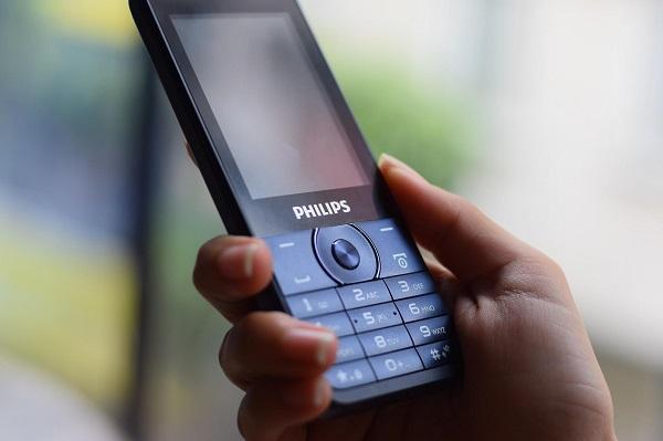 Đánh giá Philips E168, E316: thiết kế nhỏ gọn, màn hình lớn, bàn phím tiện dụng, danh bạ lưu đến 1000 số.