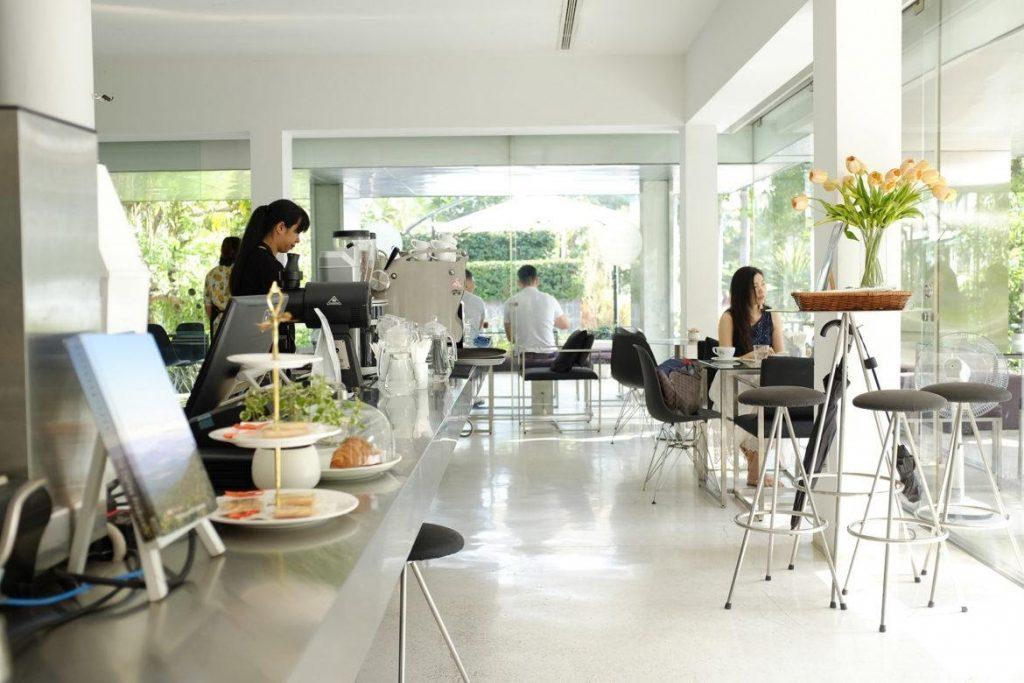 Quán cafe sân vườn Bosgaurus Coffee quận 1 Quán được thiết kế nội thất đậm chất phương Tây sang trọng