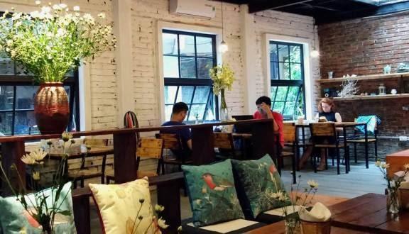 quán cà phê sách Tổ Chim Xanh thường xuyên diễn ra các hoạt động giao lưu văn hóa nghệ thuật