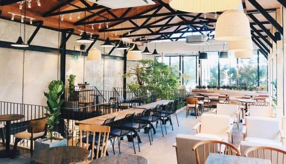 Cũng như Highland Coffee, The Coffee House cũng là chuỗi cà phê khá quen thuộc ở Sài Gòn và Hà Nội.
